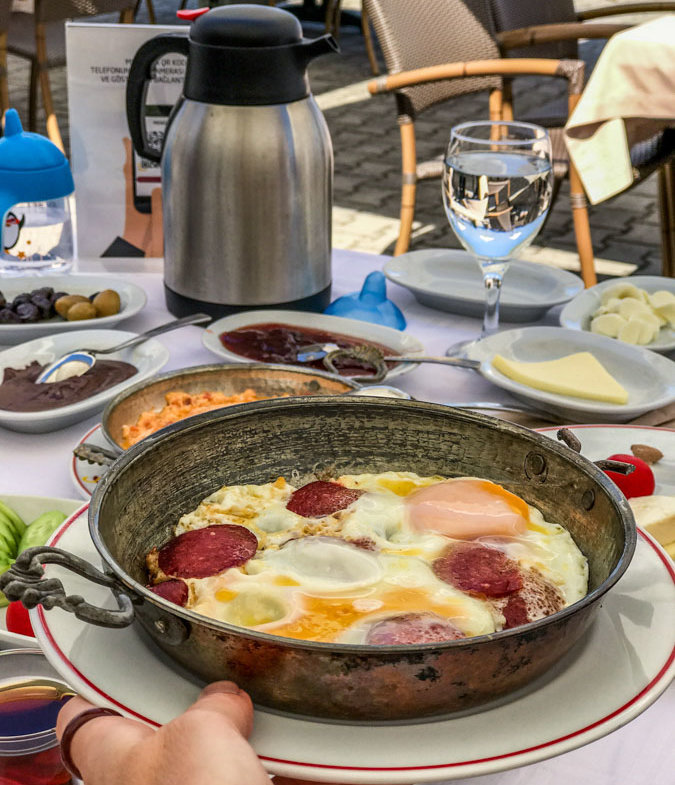 eggs with sucuklu sausage